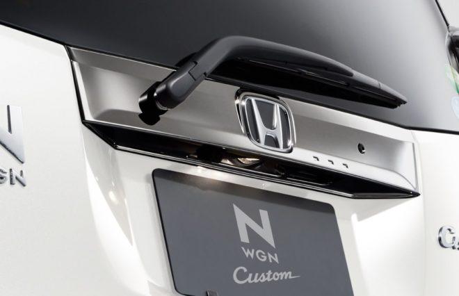 "N-WGN Custom Special Edition ""SS 2 Tone Color Style Package Ⅱ"" Ручка багажника с черным хромированием"