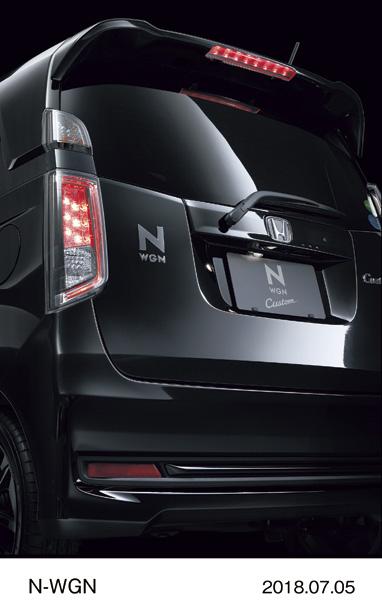 """N-WGN Custom Special Edition """"SS Black Style Package"""" Ручка багажника черного цвета (хром и черный лак) и вставка в задний бампер черного цвета (хром и черный лак)"""